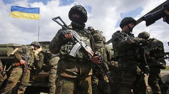 Ukraine bất ngờ tấn công dữ dội lực lượng dân quân miền Đông ảnh 17