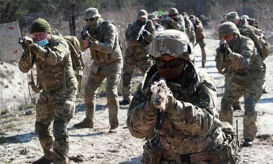 Ukraine bất ngờ tấn công dữ dội lực lượng dân quân miền Đông ảnh 13