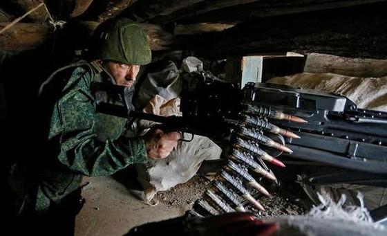 Ukraine bất ngờ tấn công dữ dội lực lượng dân quân miền Đông ảnh 11