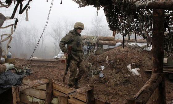 Ukraine bất ngờ tấn công dữ dội lực lượng dân quân miền Đông ảnh 6