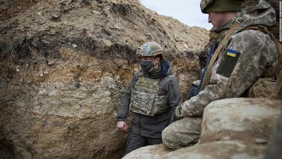 Ukraine bất ngờ tấn công dữ dội lực lượng dân quân miền Đông ảnh 8