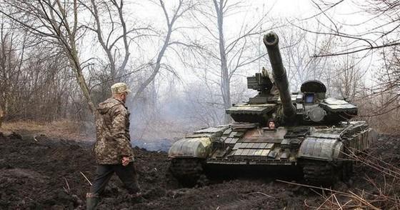 Ukraine bất ngờ tấn công dữ dội lực lượng dân quân miền Đông ảnh 15