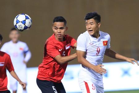 Trong các tuyển thủ U20 hiện nay, Đức Chinh (phải) là người dày dạn kinh nghiệm nhất. Ảnh: T.L
