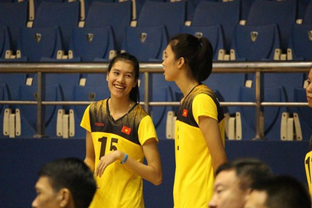Chủ công Thanh Thúy (phải) và phụ công Nguyễn Thị Trinh