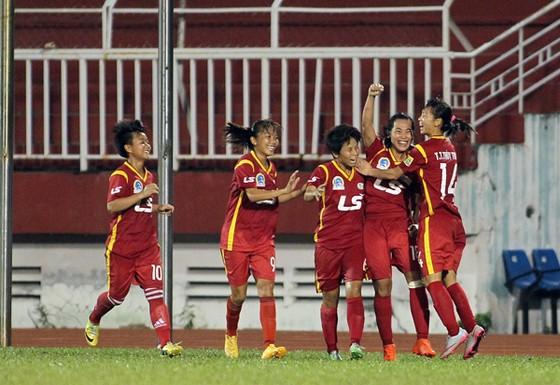 TPHCM I giữ vững ngôi đầu bảng và cầm chắc danh hiệu vô địch lượt đi.