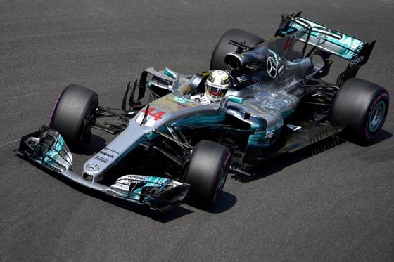 Xe đua của Lewis Hamilton gặp trục trặc về động cơ trong suốt chặng đua ở Monaco.