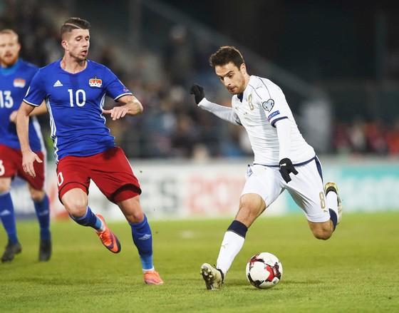 Italia (phải) sẽ dễ dàng đá bại Liechtenstein.
