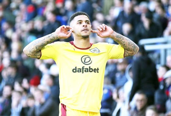 Gray chỉ còn 12 tháng hợp đồng với Burnley.