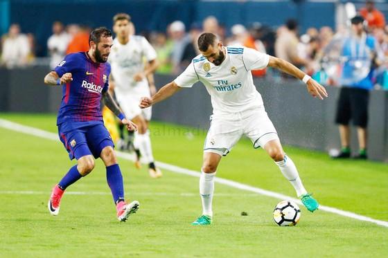 Benzema (phải) là nỗi thất vọng lớn trong các trận đấu của Real.