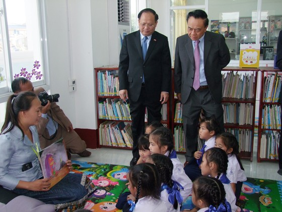 Khai mạc triển lãm ảnh quan hệ Việt Nam - Lào, TPHCM - Xiêng Khoảng ảnh 2