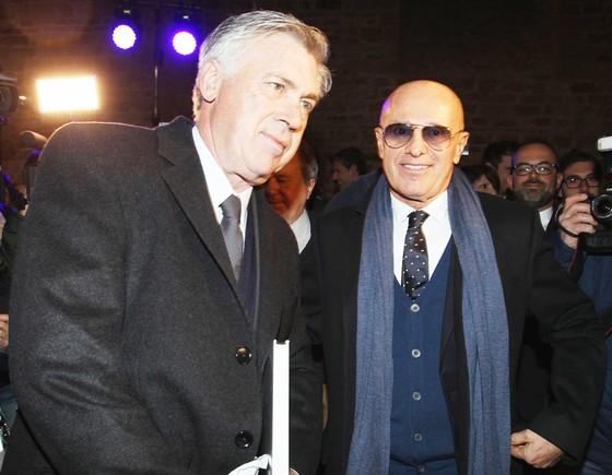 HLV lão làng Arrigo Sacchi (phải) và Carlo Ancelotti đều dự báo Napoli sẽ cạnh tranh với Juventus mùa này.