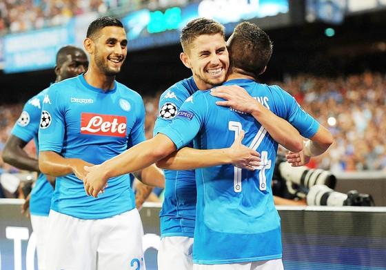 Các cầu thủ Napoli hài lòng với lần trở lại đầu tiên tại sân chơi Champions League.