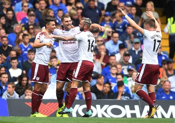 Burnley có được trận thắng mở màn trên sân khách.