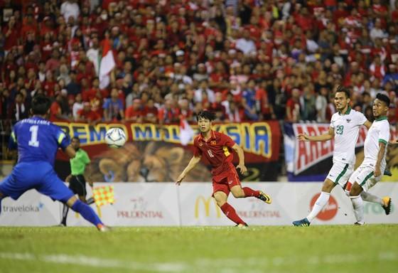 Thủ môn và cột dọc, xà ngang liên tục từ chối bàn thắng của U22 Việt Nam. Ảnh: Dũng Phương