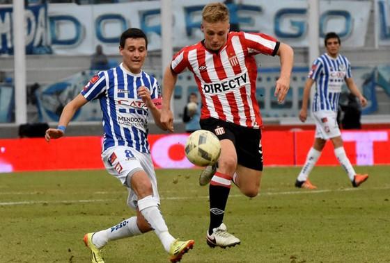 Santiago Ascacibar (phải) sẽ bắt đầu cuộc phiêu lưu tại Stuttgart .