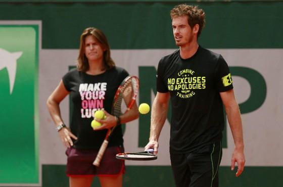 Trong quá trình làm việc với Amelie Mauresmo (trái), Andy Murray nhận những lời lẽ không hay từ dư luận.