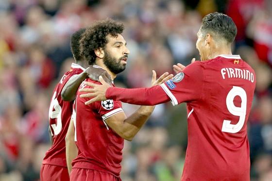 """Mohamed Salah (giữa) đang tăng thêm sức """"sát thương"""" cho hàng công Liverpool."""