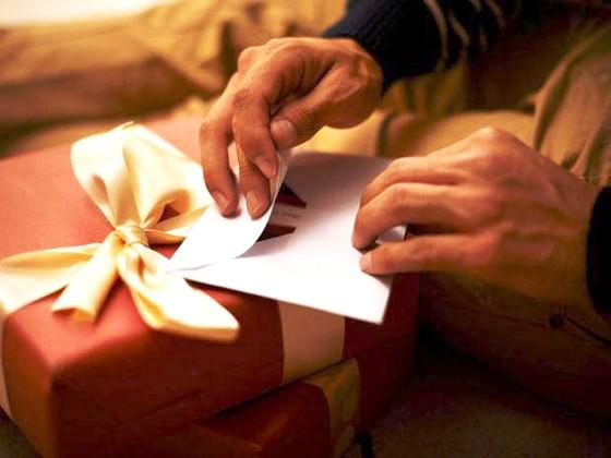 Mùa Giáng sinh - Mùa cõng nợ ảnh 1