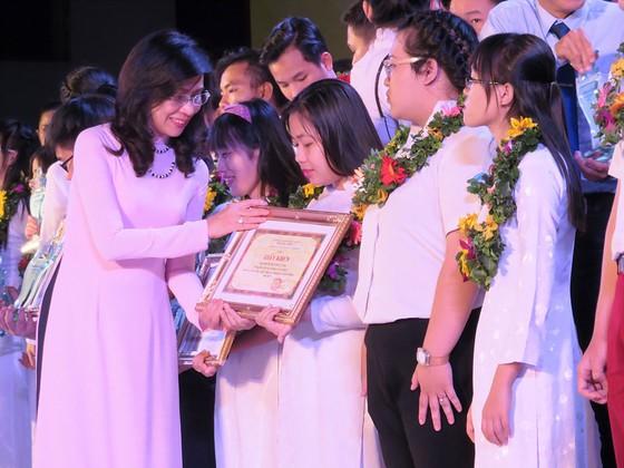 """TPHCM tuyên dương """"Sinh viên 5 tốt"""" và """"Học sinh 3 tích cực"""" năm 2017 ảnh 1"""