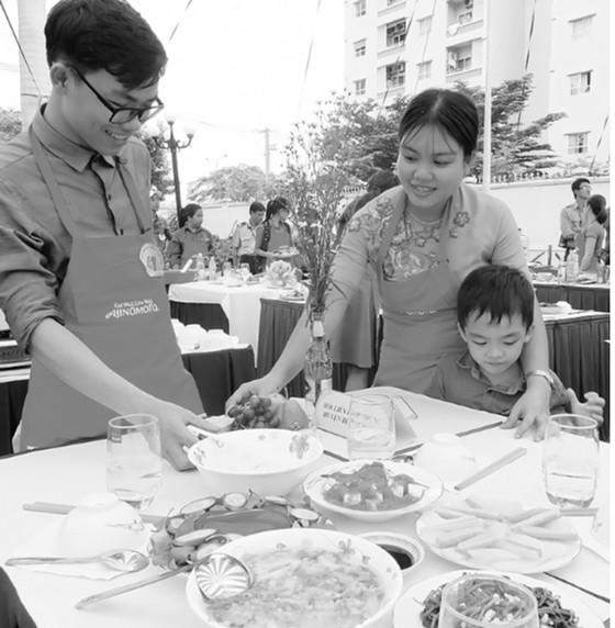 Duy trì bữa cơm gia đình: Hạnh phúc nhân đôi ảnh 1