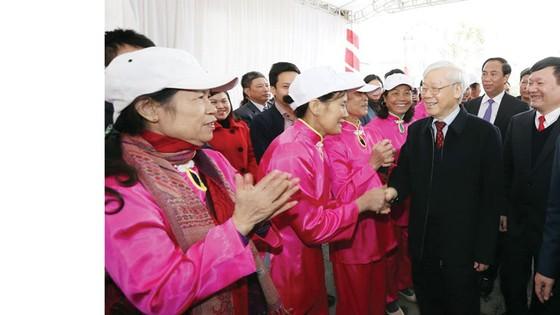 Tổng Bí thư Nguyễn Phú Trọng thăm, chúc tết nhân dân tỉnh Hưng Yên ảnh 1