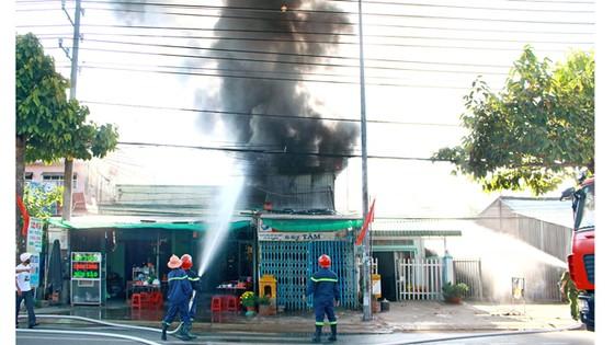 Vĩnh Long: Cháy kho chứa xe máy, thiệt hại 400 triệu đồng ảnh 1