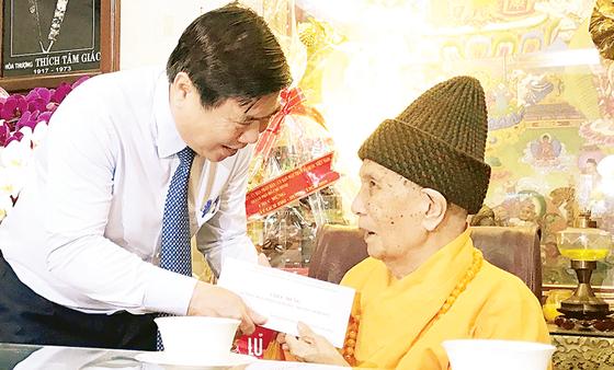 Lãnh đạo TPHCM thăm, chúc mừng Đại lễ Phật đản ảnh 1
