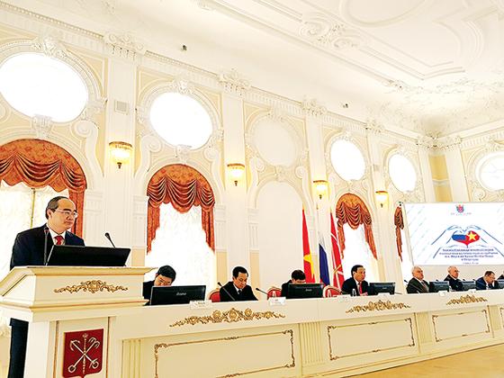 Trang trọng kỷ niệm 95 năm ngày Chủ tịch Hồ Chí Minh lần đầu tiên đến Nga ảnh 1