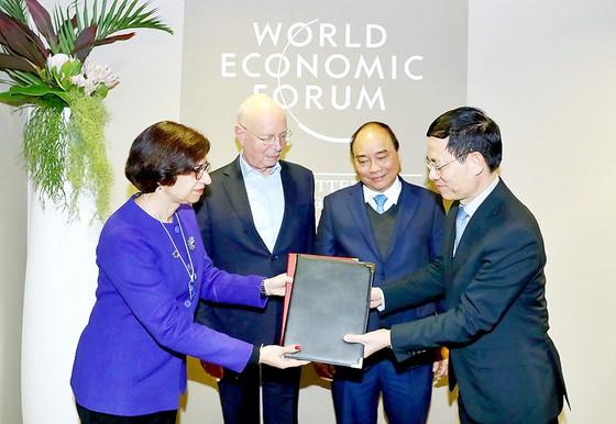 Ký Thỏa thuận hợp tác về xây dựng Trung tâm cách mạng công nghiệp 4.0 tại Việt Nam ảnh 2