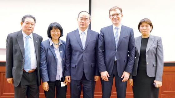 Đoàn đại biểu cấp cao TPHCM kết thúc chuyến thăm, làm việc tại Hà Lan và Đức ảnh 1