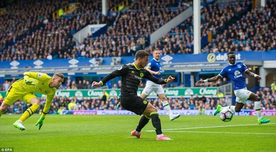 Thắng đậm Everton, Chelsea xây chắc ngôi đầu  ảnh 1