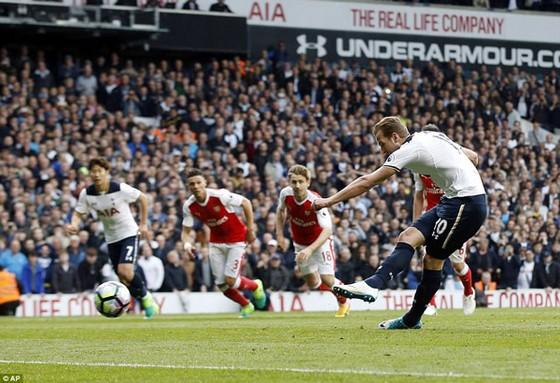 Trận Tottenham thắng Arsenal 2 - 0.