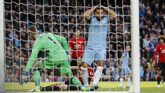 Trận derby giữa Manchester City và Manchester United tại vòng 34.