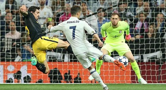 Ronaldo lập hattrick, Real Madrid rộng cửa vào chung kết  ảnh 2