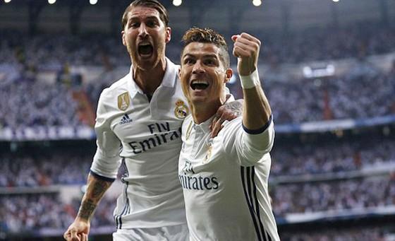 Ronaldo lập hattrick, Real Madrid rộng cửa vào chung kết  ảnh 1