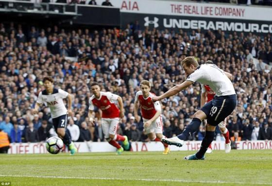 Tottenham trong trận thắng Arsenal 2 - 0, tại vòng 34.