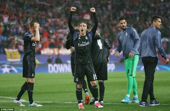 Niềm vui của các cầu thủ Real Madrid. Ảnh: Reuters
