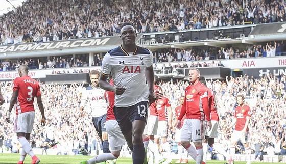 Victor Wanyama vui mừng sau khi ghi bàn vào lưới thủ thành David De Gea. Ảnh: Dailymail