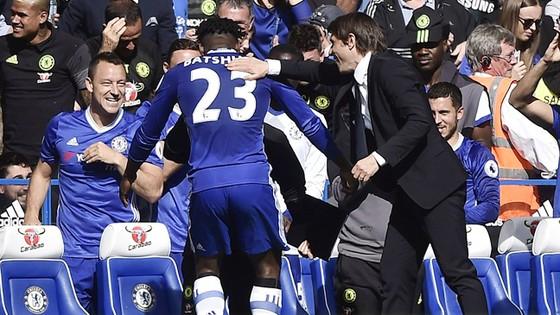 Thắng đậm Sunderland, Conte phá kỷ lục của Mourinho ảnh 1