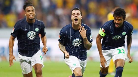 Play-off lượt về: Wolfsburg tiếp tục ở lại Bundesliga ảnh 1