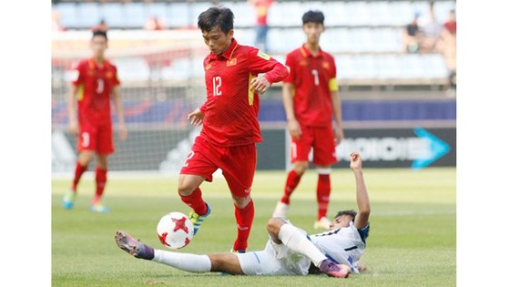 U20 Việt Nam (áo đỏ) trong trận đấu với U20 Honduras