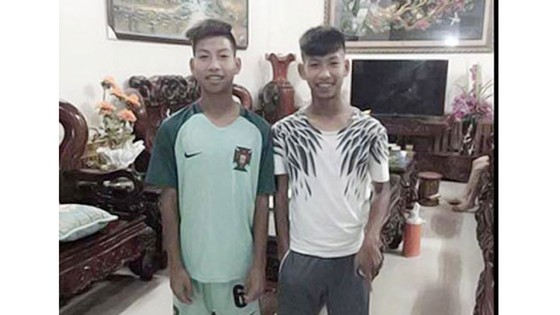 Hai anh em Sỹ Hà (phải) và Sỹ Hồng.
