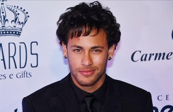 Neymar chia tay bạn gái lần hai