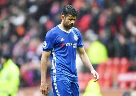 Diego Costa dù muốn rời Chelsea lúc này cũng không còn dễ dàng nữa rồi.  