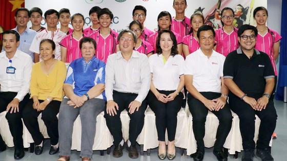 Lãnh đạo ngành TDTT TPHCM, Tập đoàn SCG và các HLV, VĐV trẻ triển vọng tham dự khóa đào tạo. Ảnh: Dũng Phương