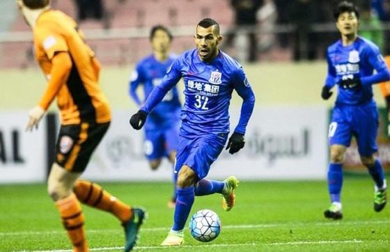 Tevez trong màu áo Shanghai Shenhua.   