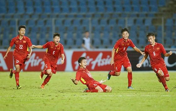 Niềm vui của U15 Việt Nam đá bại Australia giành vé vào chung kết. Ảnh: VFF