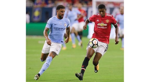 Man.United (phải) và Man.City đang nuôi quyết tâm lật đổ ở mùa giải này.