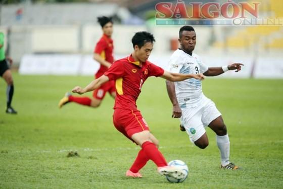 U22 Việt Nam (áo đỏ) trong trận mở màn thắng U22 Đông Timor 4 - 0