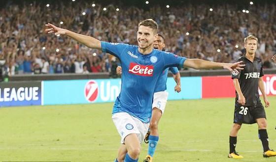 Jorginho ghi bàn ấn định chiến thắng 2 - 0 cho Napoli